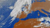 Photo fournie le 13 octobre 2018 par l'agence météorologique espagnole montrant une image satellite de Leslie s'approchant de la péninsule ibérique [Handout / AEMET/AFP]