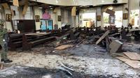 Photo des forces armées philippines montrant l'intérieur de la cathédrale de Jolo après l'explosion d'un engin piégé qui a fait 18 morts le 27 janvier 2019 [HANDOUT / AFP]