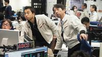 Des chercheurs de l'Agence spatiale japonaise (Jaxa) suivent le périple de la sonde Hayabusa2, le 22 février 2019 dans la salle de contrôle de Sagamihara [Handout / ISAS-JAXA/AFP]