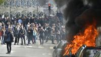 Véhicules incendiés lors de la manifestation contre la loi travail le 28 avril 2016 à Paris [LOIC VENANCE / AFP]