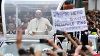 L'archevêque conservateur Carlo Maria Vigano accuse le pape, ici à Dublin le 26 août 2018, d'avoir sciemment ignoré les signalements sur les agissements du cardinal américain Theodore McCarrick, présenté comme un prédateur sexuel notoire jetant son dévolu sur des jeunes séminaristes et prêtres. [Ben STANSALL / AFP]
