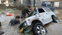 Des habitants de la ville sinistrée de Kurashiki, au Japon, le 9 juillet 2018  [JIJI PRESS / JIJI PRESS/AFP]