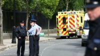 Des policiers et une ambulance à Dublin en 2006 [Fran Caffrey / NEWSFILE/AFP/Archives]