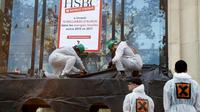 Des militants d'Attac manifestent devant la banque HSBC, sur les Champs-Elysées à Paris, le 15 septembre 2018  [FRANCOIS GUILLOT / AFP]
