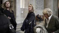 L'ancienne joueuse de tennis Isabelle Demongeot au tribunal de Lyon, le 23 novembre 2012, avant le procès de Régis de Camaret accusé de viol de mineurs vingt ans plus tôt. [Jeff Pachoud / AFP]