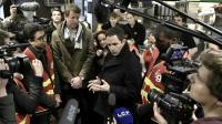 Benoît Hamon, et son nouveau soutien, Yannick Jadot, lors de leur premier déplacement commun dans un restaurant McDonald's, le 27 février 2017 à Paris [Philippe Lopez                       / AFP]