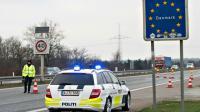 Policiers déployés le 4 janvier 2016 à Krusaa à la frontière entre l'Allemagne et le Danemark [Claus Fisker / Scanpix Denmark/AFP]