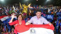 Le candidat à la présidentielle Efrain Alegre et sa femme Mirian Irun, lors d'un meeting de campagne, le 19 avril 2018 à Asuncion, au Paraguay [DANIEL DUARTE / AFP]
