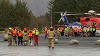 Des passagers secourus du Viking Sky dans les environs de  Romsdal, en Norvège le 23 mars 2019 [Odd Roar Lange / NTB Scanpix/AFP]