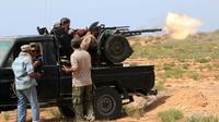 Les forces progouvernementales libyennes bombardent les positions du groupe EI le 2 juin 2016 à Syrte [MAHMUD TURKIA / AFP/Archives]