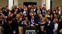 Le président chypriote Nicos Anastasiades s'adresse à la presse après avoir voté dans la ville balnéaire de Limassol (sud) pour le premier tour de l'élection présidentielle, le 4 février 2018  [Amir MAKAR / AFP]