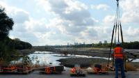 Des archéologues extraient des objets de la Vistule, le 3 septembre 2015 à Varsovie [JANEK SKARZYNSKI / AFP]