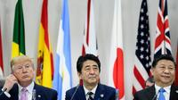 Le président américain, Donald Trump, le Premier ministre japonais, Shinzo Abe, et le président chinois, Xi Jinping, au sommet du G20 à Osaka le 28 juin 2019 [Brendan Smialowski / AFP]