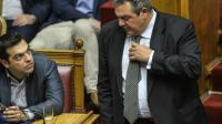 Le dirigeant de Syriza, Alexis Tsipras et le chef de file du Parti des Grecs indépendants (Panel), Panos Kammenos, le 10 juillet 2015 à Athènes [ANDREAS SOLARO / AFP]