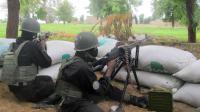 Des militaires camerounais à un poste de contrôle, le 17 juin 2014 à Armchidé [Reinnier Kaze / AFP/Archives]