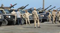 Des forces loyales au Gouvernement d'union nationale libyen arrivent dans les faubourgs de Tripoli, le 6 avril 2019 [Mahmud TURKIA / AFP]