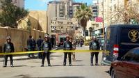 Dispositif de sécurité autour du lieu d'un attenant à la bombe qui a tué un policier dans la ville d'Alexandrie au nord de l'Egypte le 24 mars 2018 [STRINGER / AFP]