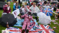 Pique-nique géant organisé en l'honneur du 90e anniversaire d'Elizabeth II, le 12 juin 2016 à Londres [OLI SCARFF / AFP]