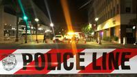 Un ruban de police délimite un périmètre de sécurité à Jacksonville, le 26 août 2018, après qu'un tireur a tué deux personnes lors d'un tournoi de jeu vidéo, avant de se suicider [Gianrigo MARLETTA / AFP]