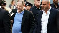 Harvey Weinstein se présente le 25 mai 2018 à un commissariat du sud de Manhattan, à New York [Don EMMERT / AFP]