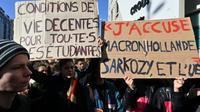 Manifestation d'étudiants devant le Crous à Lyon, le 12 novembre 2019 [PHILIPPE DESMAZES / AFP]