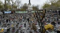 La place de la République à Paris recouvertes de chaussures en lieu et place d'une marche pour le climat interdite après les attentats, le 29 novembre 2015 [MIGUEL MEDINA / AFP]