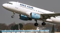 Un Airbus A318 d'Aigle Azur, en avril 2015 à l'aéroport de Lille [Philippe HUGUEN / AFP/Archives]