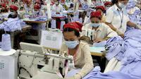 Les ouvrières du textile luttent pour survivre au Cambodge, où les conditions de travail se dégradent  [Tang Chhin Sothy / AFP/Archives]
