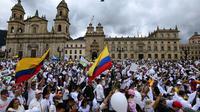 Des miliers de Colombiens sur la place Bolivar à Bogota, le 20 janvier 2019, pour manifester leur refus du terrorisme et en hommage aux victimes de l'attentat qui a fait 20 morts le 17 dans la capitale colombienne  [Juan BARRETO / AFP]