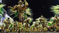 Les danseurs défilent le 8 février 2016 sur le sambodrome de Rio [VANDERLEI ALMEIDA / AFP]