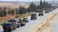 Un convpoi de forces turques sur une autoroute près de Saraqeb dans la province syrienne d'Idleb (nord-ouest), menacée d'une offensive du régime, le 29 août 2018 [OMAR HAJ KADOUR / AFP]