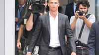 Cristiano Ronaldo à son arrivée au centre médical de la Juventus, le 16 juillet 2018 à Turin [Miguel MEDINA / AFP]