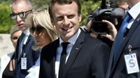 Le président français Emmanuel Macron (c), le 7 septembre 2017 à Athènes [LOUISA GOULIAMAKI / AFP]