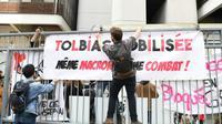Bannière déployée sur une grille de l'université Paris 1 Panthéon-Sorbonne de Tolbiac, le 11 avril 2018 à Paris [ALAIN JOCARD / AFP]