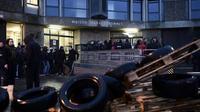 Photo d'archives d'un rassemblement de gardiens devant la prison de Fleury-Mérogis le 22 janvier 2018 [Philippe LOPEZ / AFP/Archives]