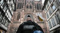 Un gendarme patrouille devant la cathédrale de Strasbourg, le 12 décembre 2018 [SEBASTIEN BOZON / AFP]