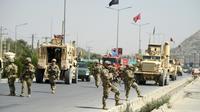 Des forces de sécurité afghanes et des soldats américains, le 24 septembre 2017 à Kaboul [WAKIL KOHSAR / AFP/Archives]