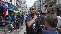 Des policiers sécurisent une rue commerçante à Saint-Denis le 26 juillet 2013 [Fred Dufour / AFP/Archives]