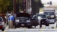 Des enquêteurs recherchent des indices sur la véhicule utilisé par le couple d'origine pakistanaise auteur de la fusillade de San Bernardina, le 3 décembre 2015 en Californie [Patrick T. Fallon / AFP]