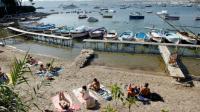 Des vacanciers à Juan les Pins, près d'Antibes, dans le sud-est de la France, le 15 août 2012 [JEAN CHRISTOPHE MAGNENET / AFP]