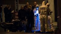 Des enquêteurs sur les lieux de la mort d'un homme de 29 ans tué par balle à Marseille, le 5 novembre 2016  [BERTRAND LANGLOIS / AFP]