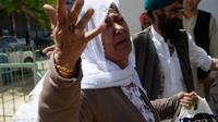 Une femme afghane sikhe lors de l'enterrement des victimes de l'attentat-suicide de Jalalabad, dans l'est de l'Afghanistan, le 2 juillet 2018 [NOORULLAH SHIRZADA / AFP]