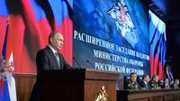 Le président russe Vladimir Poutine lors d'une réunion avec le conseil de la Défense à Moscou, le 11 décembre 2015 [ALEXEI DRUZHININ / SPUTNIK/AFP]