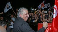 Le candidat à la présidentielle tunisienne Nabil Karoui est accueilli par ses partisans après sa libération de prison, près de Tunis, le 9 octobre 2019 [ANIS MILI / AFP]