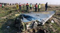 Les équipes de secours  le 8 Janvier 2020 sur le site du crash d'un avion de ligne ukrainien  à Téhéran après son décollage [Akbar TAVAKOLI / IRNA/AFP]