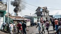 Des habitants de Goma réagissent à la chute d'un petit avion sur un quartier de la ville de l'est de la RDC, le 24 novembre 2019. [PAMELA TULIZO / AFP]