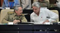 Le président cubain Raul Castro (g) et son premier vice-président ainsi que probable successeur, Miguel Diaz-Canel, le 14 juillet 2017 à l'Assemblée nationale à La Havane [JORGE BELTRAN / AFP/Archives]