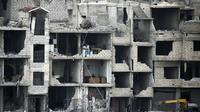 Des immeubles détruits par les bombardements du régime syrien à Arbine, dans la Ghouta orientale, le 25 février 2018 [ABDULMONAM EASSA / AFP]