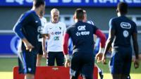 Le sélectionneur Didier Deschamps (2g) lors d'une séance d'entraînement de l'équipe de France à Clairefontaine, le 3 septembre 2016    [FRANCK FIFE / AFP]