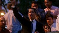 L'opposant vénézuelien Juan Guaido lève le pouce devant ses partisans lors d'un meeting à Caracas le 28 mars 2019 [Cristian HERNANDEZ / AFP]